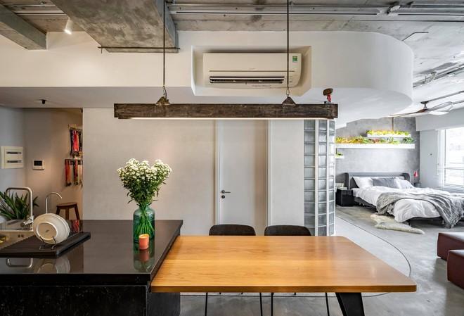 Mạnh tay đập bỏ hết tường và trần nhà, chàng trai Sài Gòn có ngay căn hộ studio cực ấn tượng, không gian mở được tận dụng tối đa - Ảnh 16.