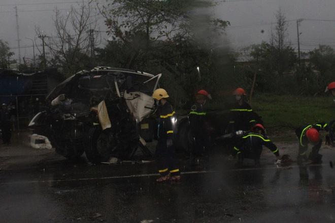 Xe đầu kéo tông xe tải dừng đèn đỏ ở Quảng Nam, 1 người chết - ảnh 1