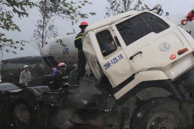 Xe đầu kéo tông xe tải dừng đèn đỏ ở Quảng Nam, 1 người chết - ảnh 2