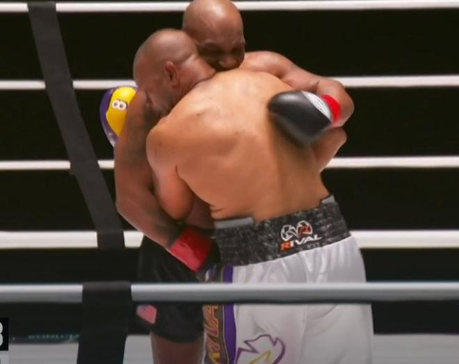 Mike Tyson tái xuất ấn tượng ở tuổi 54, hòa điểm nhà cựu vô địch thế giới sau một trận đấu tuyệt vời - ảnh 2