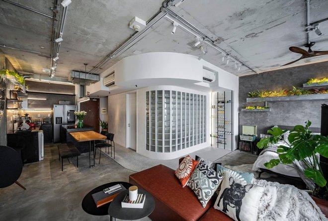 Mạnh tay đập bỏ hết tường và trần nhà, chàng trai Sài Gòn có ngay căn hộ studio cực ấn tượng, không gian mở được tận dụng tối đa - Ảnh 1.