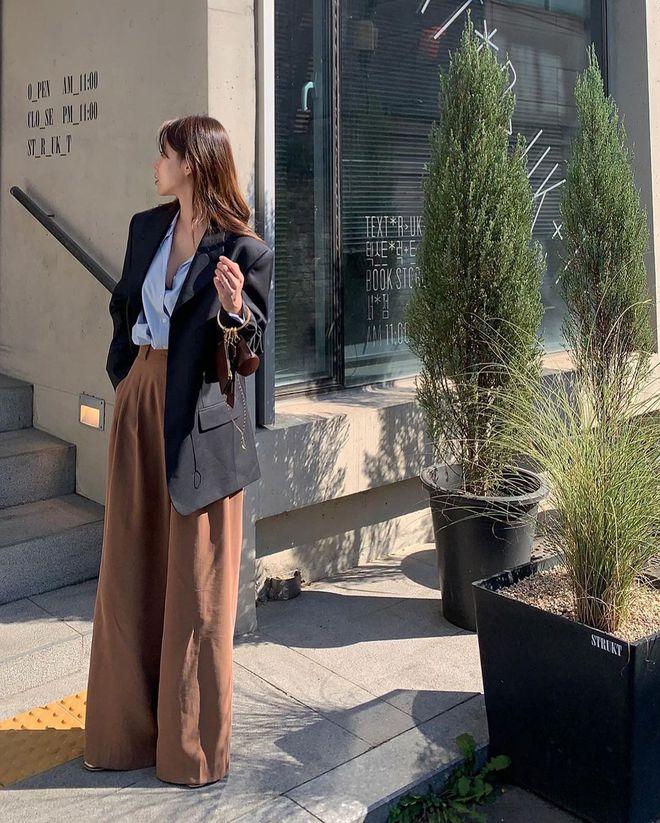 5 mẫu áo quá hợp để diện cùng blazer, bạn cần biết hết để không bao giờ thất bại trong chuyện mặc đẹp - ảnh 1