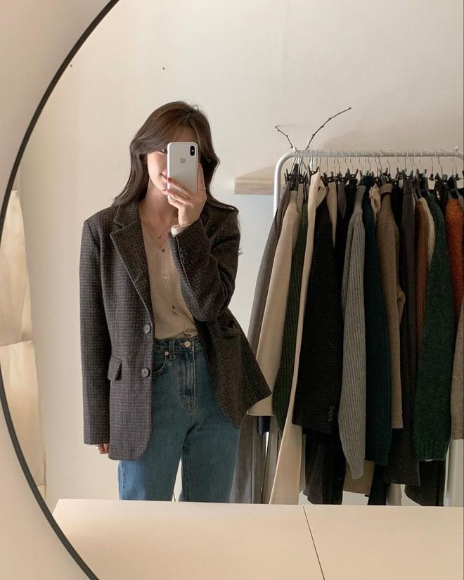 5 mẫu áo quá hợp để diện cùng blazer, bạn cần biết hết để không bao giờ thất bại trong chuyện mặc đẹp - ảnh 11