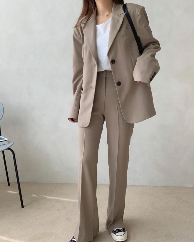 5 mẫu áo quá hợp để diện cùng blazer, bạn cần biết hết để không bao giờ thất bại trong chuyện mặc đẹp - ảnh 13