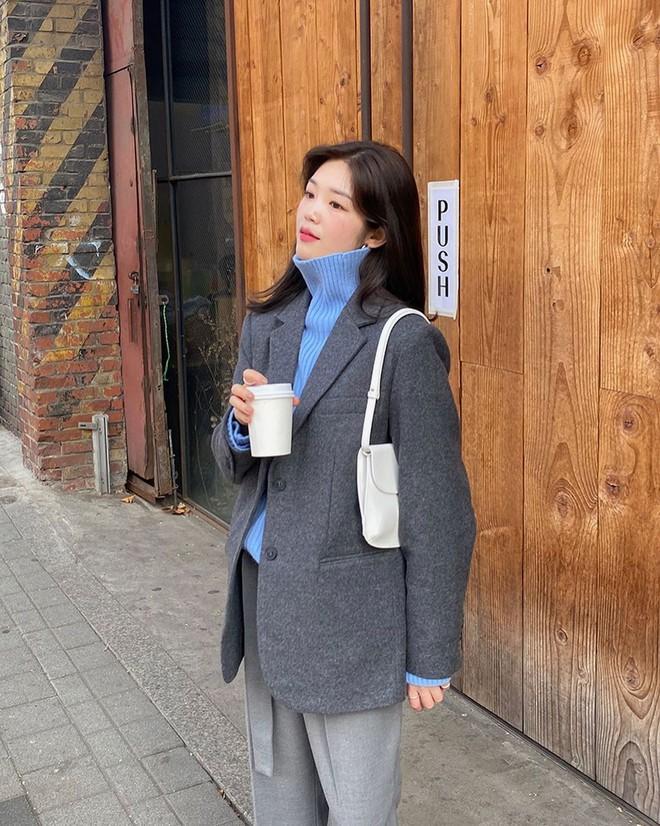 5 mẫu áo quá hợp để diện cùng blazer, bạn cần biết hết để không bao giờ thất bại trong chuyện mặc đẹp - ảnh 18