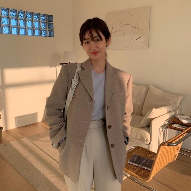 5 mẫu áo quá hợp để diện cùng blazer, bạn cần biết hết để không bao giờ thất bại trong chuyện mặc đẹp - ảnh 4