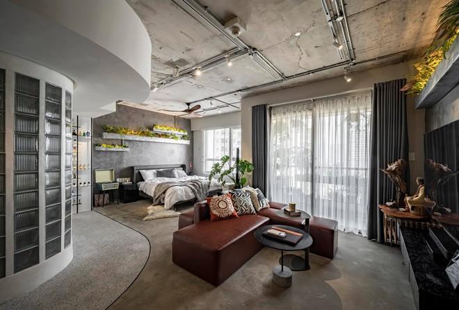 Mạnh tay đập bỏ hết tường và trần nhà, chàng trai Sài Gòn có ngay căn hộ studio cực ấn tượng, không gian mở được tận dụng tối đa - Ảnh 9.