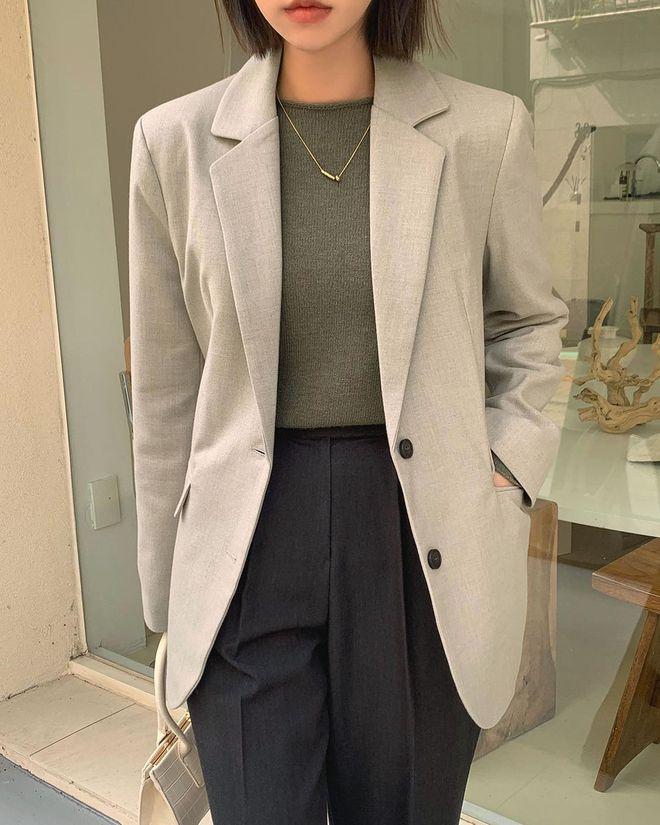 5 mẫu áo quá hợp để diện cùng blazer, bạn cần biết hết để không bao giờ thất bại trong chuyện mặc đẹp - ảnh 6