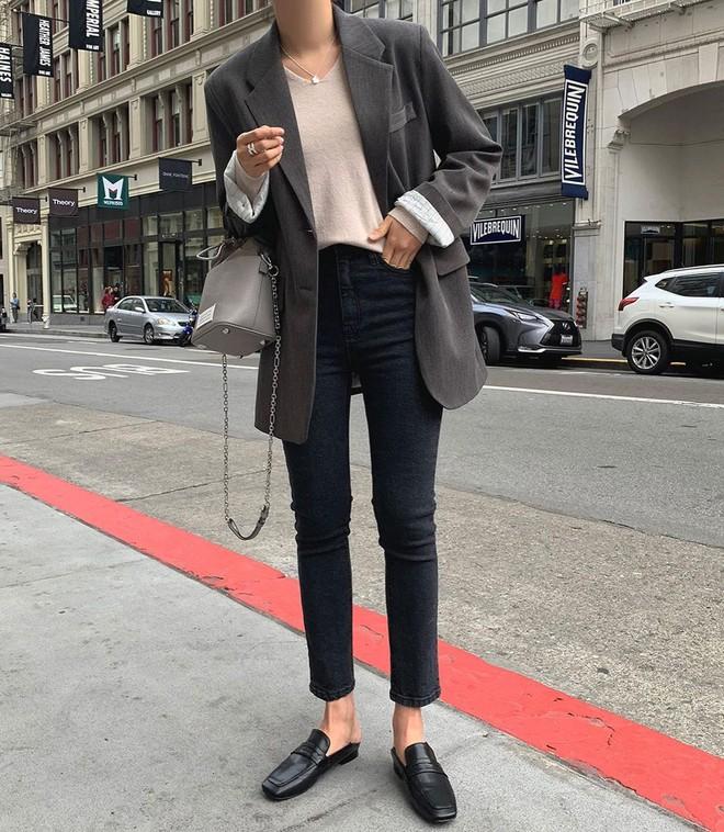 5 mẫu áo quá hợp để diện cùng blazer, bạn cần biết hết để không bao giờ thất bại trong chuyện mặc đẹp - ảnh 7