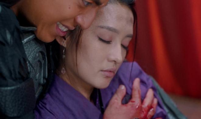 Loạt sạn tức cười ở Lang Điện Hạ: Tiêu Chiến mặc quần jeans rách bươm, lỗi nhất là máu hình hạt lựu của Lý Thấm - ảnh 12
