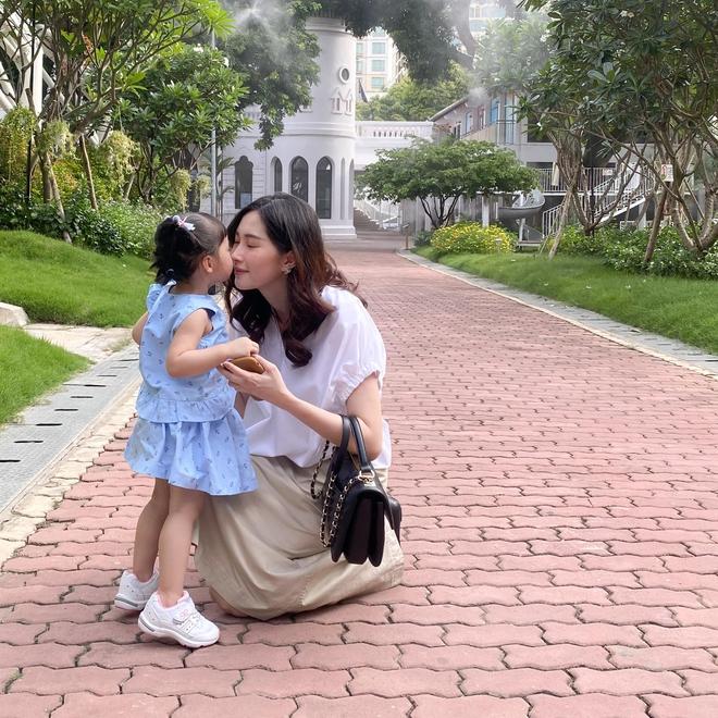 Khoe ảnh cưng xỉu của Đặng Thu Thảo và con trai, doanh nhân Trung Tín ghen tị ra mặt vì bị tụt hạng trong gia đình? - ảnh 4