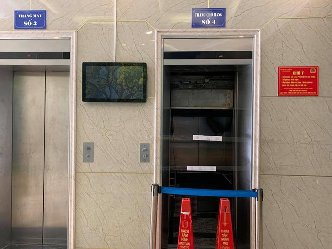 Vụ rơi thang máy chung cư, nhiều người bị thương ở Hà Nội: Niêm phong thang máy để điều tra, hỗ trợ 2 triệu cho người bị thương - Ảnh 3.