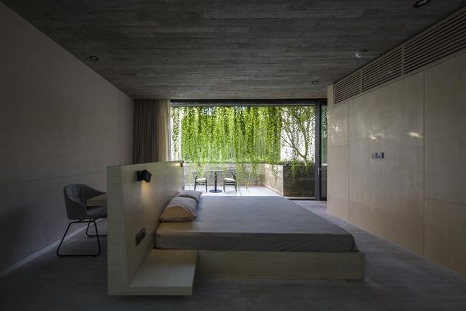 Mất 4 năm hoàn thiện, căn villa ở Sài Gòn xanh mướt như một khu rừng nhỏ, đi vào bên trong càng mê - Ảnh 20.