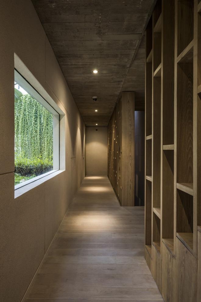 Mất 4 năm hoàn thiện, căn villa ở Sài Gòn xanh mướt như một khu rừng nhỏ, đi vào bên trong càng mê - Ảnh 10.