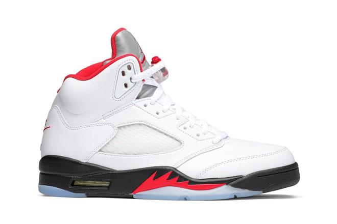 Trang web mua/bán sneakers hàng đầu thế giới GOAT vừa công bố top 7 đôi Air Jordan Đỏ-Đen-Trắng đỉnh cao nhất mọi thời đại - ảnh 8