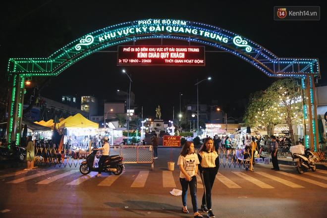 Cận cảnh phố đi bộ đêm thứ 3 vừa hoạt động thử nghiệm ở Sài Gòn - ảnh 1