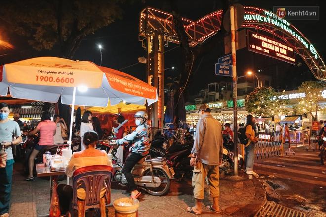 Cận cảnh phố đi bộ đêm thứ 3 vừa hoạt động thử nghiệm ở Sài Gòn - ảnh 3