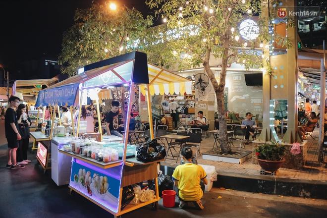 Cận cảnh phố đi bộ đêm thứ 3 vừa hoạt động thử nghiệm ở Sài Gòn - ảnh 12