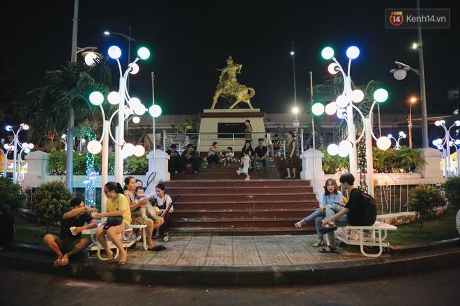 Cận cảnh phố đi bộ đêm thứ 3 vừa hoạt động thử nghiệm ở Sài Gòn - ảnh 8