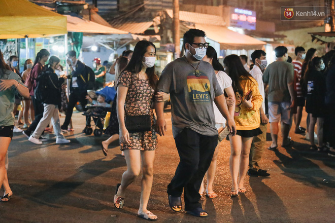 Cận cảnh phố đi bộ đêm thứ 3 vừa hoạt động thử nghiệm ở Sài Gòn - ảnh 20