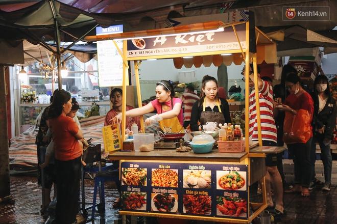 Cận cảnh phố đi bộ đêm thứ 3 vừa hoạt động thử nghiệm ở Sài Gòn - ảnh 21