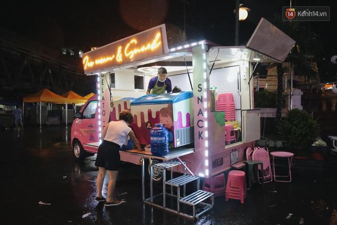 Cận cảnh phố đi bộ đêm thứ 3 vừa hoạt động thử nghiệm ở Sài Gòn - ảnh 10