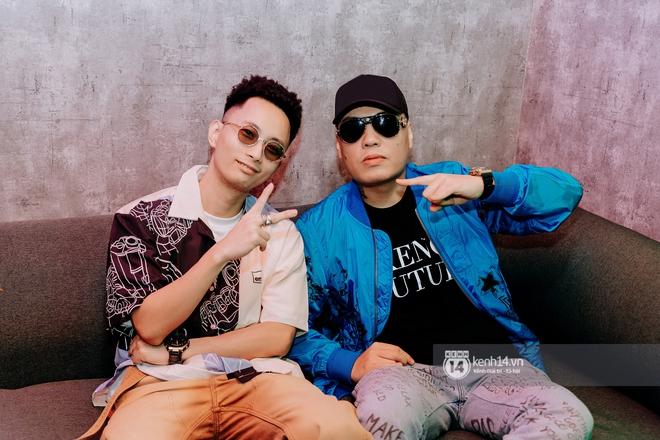 Rhymastic và LK thân thiết mặc phát ngôn động chạm trước đó, giám khảo Rap Việt tiết lộ lí do thường xuyên đeo kính đen khi diễn - ảnh 4