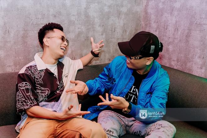 Rhymastic và LK thân thiết mặc phát ngôn động chạm trước đó, giám khảo Rap Việt tiết lộ lí do thường xuyên đeo kính đen khi diễn - ảnh 3