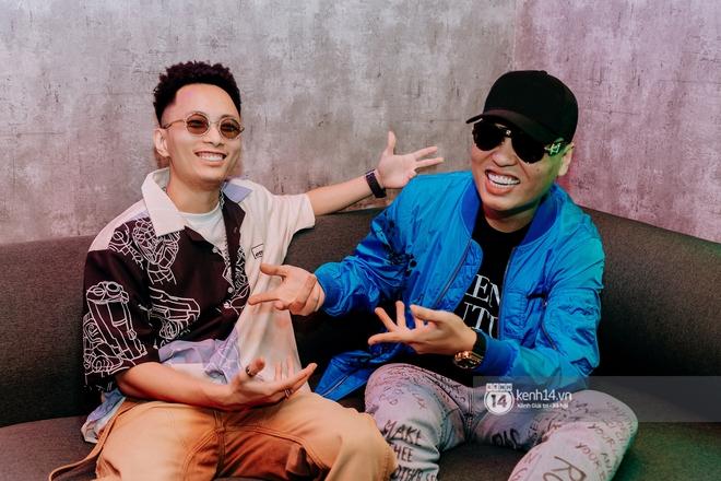 Rhymastic và LK thân thiết mặc phát ngôn động chạm trước đó, giám khảo Rap Việt tiết lộ lí do thường xuyên đeo kính đen khi diễn - ảnh 2