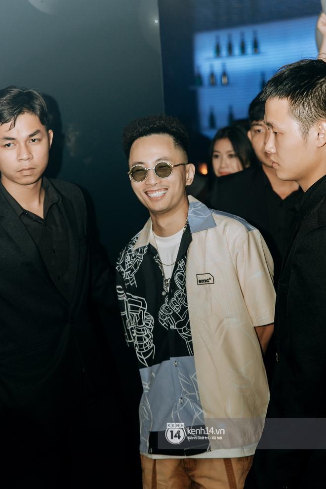 Rhymastic và LK thân thiết mặc phát ngôn động chạm trước đó, giám khảo Rap Việt tiết lộ lí do thường xuyên đeo kính đen khi diễn - ảnh 12