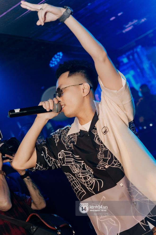 Rhymastic và LK thân thiết mặc phát ngôn động chạm trước đó, giám khảo Rap Việt tiết lộ lí do thường xuyên đeo kính đen khi diễn - ảnh 11