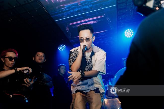 Rhymastic và LK thân thiết mặc phát ngôn động chạm trước đó, giám khảo Rap Việt tiết lộ lí do thường xuyên đeo kính đen khi diễn - ảnh 8