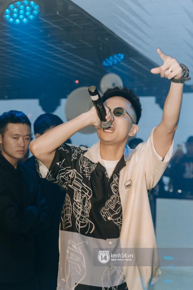 Rhymastic và LK thân thiết mặc phát ngôn động chạm trước đó, giám khảo Rap Việt tiết lộ lí do thường xuyên đeo kính đen khi diễn - ảnh 7