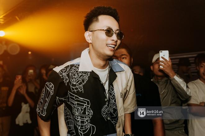 Rhymastic và LK thân thiết mặc phát ngôn động chạm trước đó, giám khảo Rap Việt tiết lộ lí do thường xuyên đeo kính đen khi diễn - ảnh 6