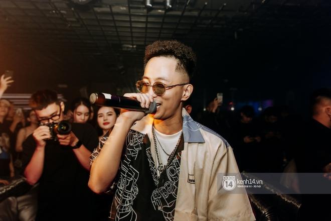 Rhymastic và LK thân thiết mặc phát ngôn động chạm trước đó, giám khảo Rap Việt tiết lộ lí do thường xuyên đeo kính đen khi diễn - ảnh 5