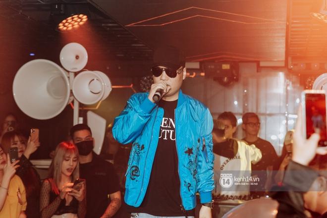 Rhymastic và LK thân thiết mặc phát ngôn động chạm trước đó, giám khảo Rap Việt tiết lộ lí do thường xuyên đeo kính đen khi diễn - ảnh 18