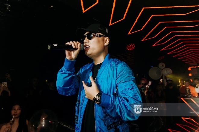 Rhymastic và LK thân thiết mặc phát ngôn động chạm trước đó, giám khảo Rap Việt tiết lộ lí do thường xuyên đeo kính đen khi diễn - ảnh 17