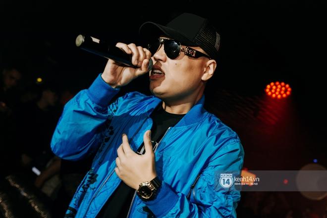 Rhymastic và LK thân thiết mặc phát ngôn động chạm trước đó, giám khảo Rap Việt tiết lộ lí do thường xuyên đeo kính đen khi diễn - ảnh 16