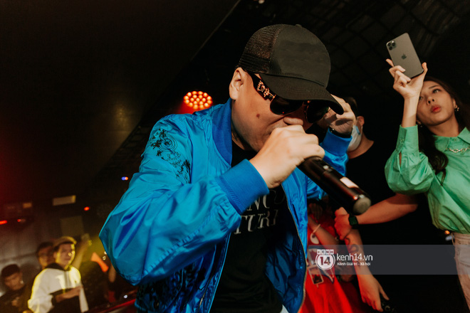 Rhymastic và LK thân thiết mặc phát ngôn động chạm trước đó, giám khảo Rap Việt tiết lộ lí do thường xuyên đeo kính đen khi diễn - ảnh 15