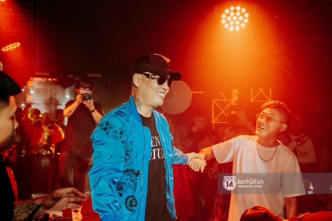 Rhymastic và LK thân thiết mặc phát ngôn động chạm trước đó, giám khảo Rap Việt tiết lộ lí do thường xuyên đeo kính đen khi diễn - ảnh 13