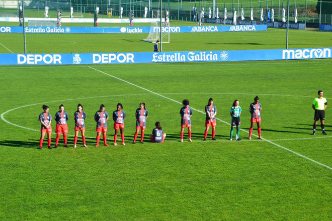 Nữ cầu thủ quay lưng ngồi khi các đồng đội tri ân huyền thoại Diego Maradona, lời giải thích sau đó của cô gái trẻ khiến nhiều người suy nghĩ - ảnh 1