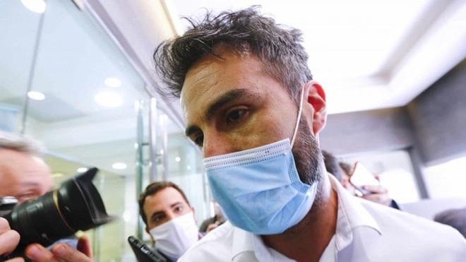 Biến cực căng: Bác sĩ riêng Maradona chịu cáo buộc làm thân chủ chết oan, văn phòng và nhà riêng bị cảnh sát ập vào khám xét - ảnh 4