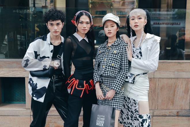 Street style ngày 1 Vietnam International Fashion Week 2020: các bạn trẻ tiết chế hơn trong khâu mix đồ, tone đen được ưa chuộng hơn cả - ảnh 5