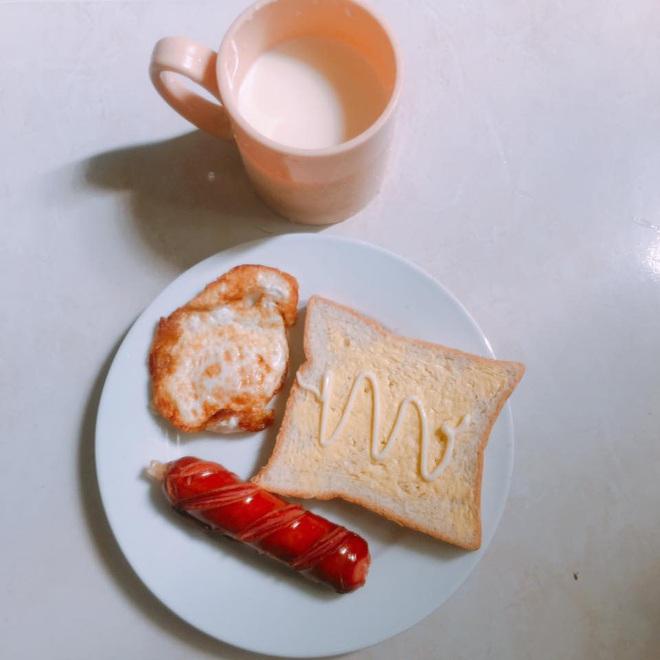 Loạt mâm cơm của những đứa con số hưởng: Bố mẹ gửi thức ăn sạch từ quê, tiết kiệm khối tiền mà ngon như ở nhà - ảnh 34