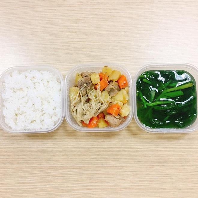 Loạt mâm cơm của những đứa con số hưởng: Bố mẹ gửi thức ăn sạch từ quê, tiết kiệm khối tiền mà ngon như ở nhà - ảnh 32