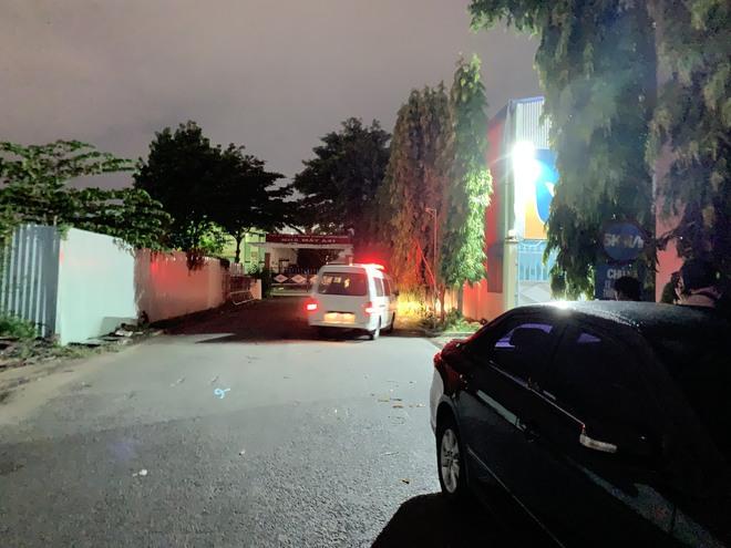 TP.HCM: Đâm chết bạn trai tại nơi làm việc, cô gái 26 tuổi thản nhiên về nhà tắm rửa rồi đi đầu thú - Ảnh 2.