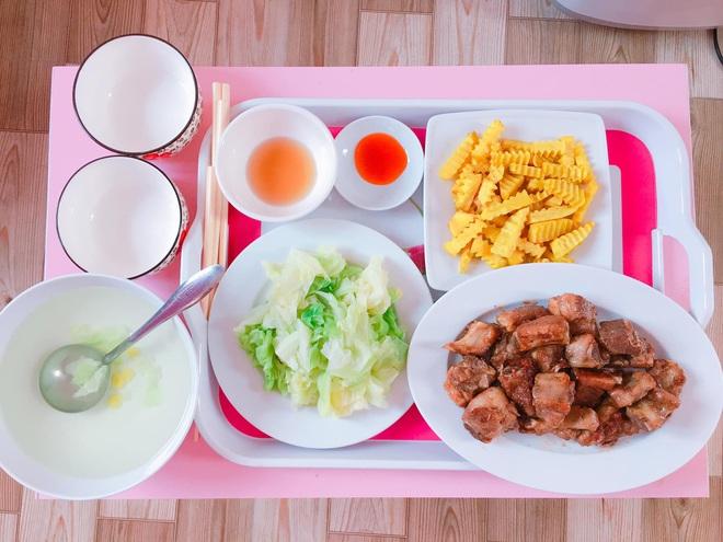 Loạt mâm cơm của những đứa con số hưởng: Bố mẹ gửi thức ăn sạch từ quê, tiết kiệm khối tiền mà ngon như ở nhà - ảnh 18