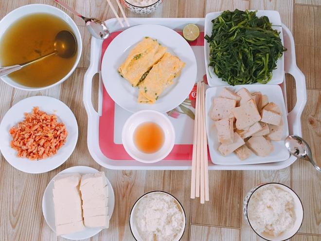 Loạt mâm cơm của những đứa con số hưởng: Bố mẹ gửi thức ăn sạch từ quê, tiết kiệm khối tiền mà ngon như ở nhà - ảnh 23