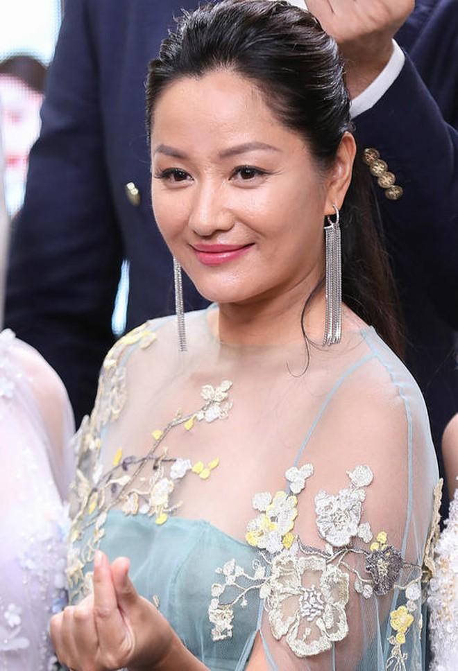 Siêu mẫu số 1 xứ tỷ dân Trung Quốc khốn khổ vì yêu chồng Vương Phi, bị tình cũ Cao Viên Viên phản bội và cái kết buồn tuổi 50 - ảnh 21