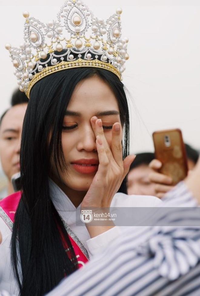 """Phỏng vấn nóng mẹ Đỗ Thị Hà ngày con gái về làng: """"Dù con không là Hoa hậu Việt Nam thì con mãi là Hoa hậu bé nhỏ trong lòng mẹ"""" - Ảnh 4."""